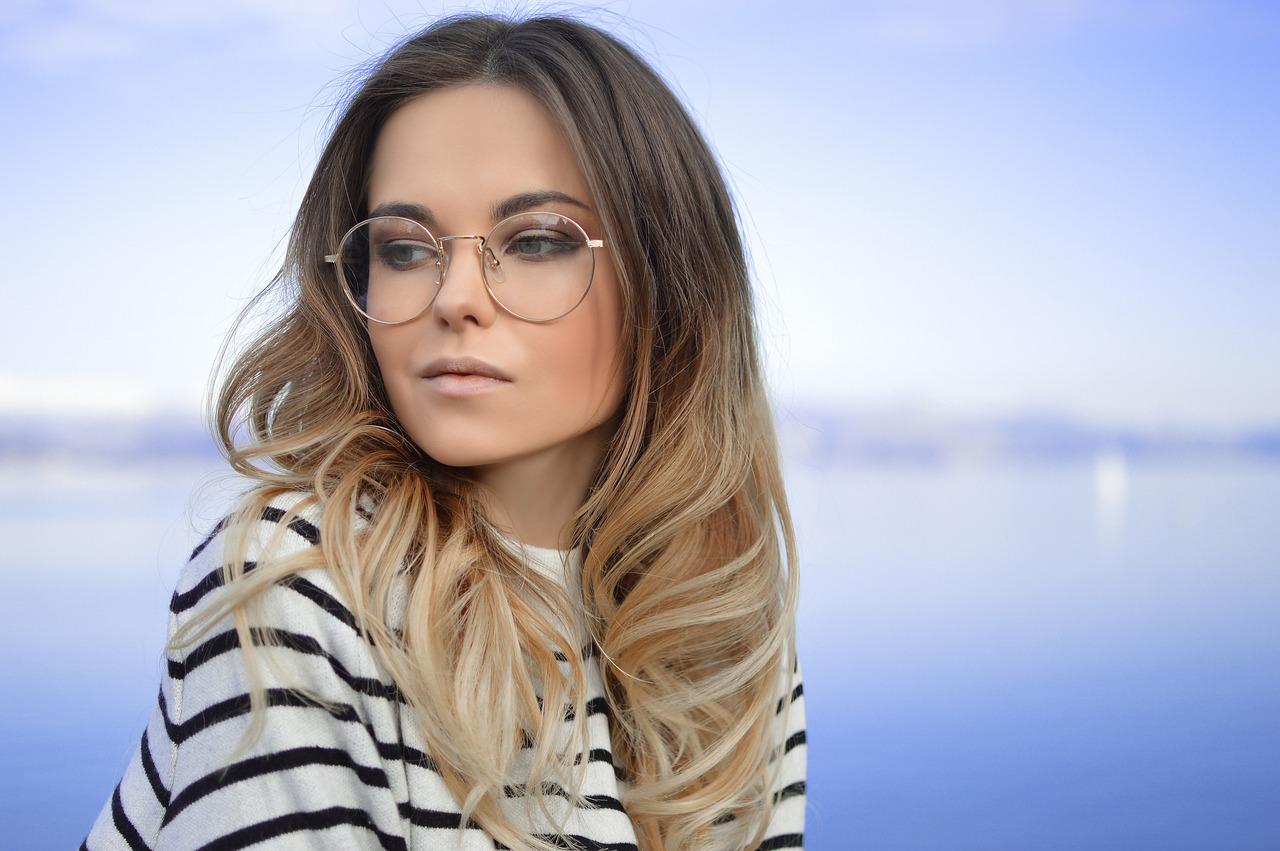 Schmink-Tipps für Frauen mit Brille